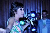 Artista Sergipana que mistura ritmos ingleses e brasileiros